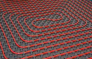 položené trubky podlahového topení