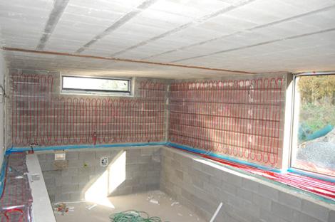 Stěnové vytápění je ideální k bazénu